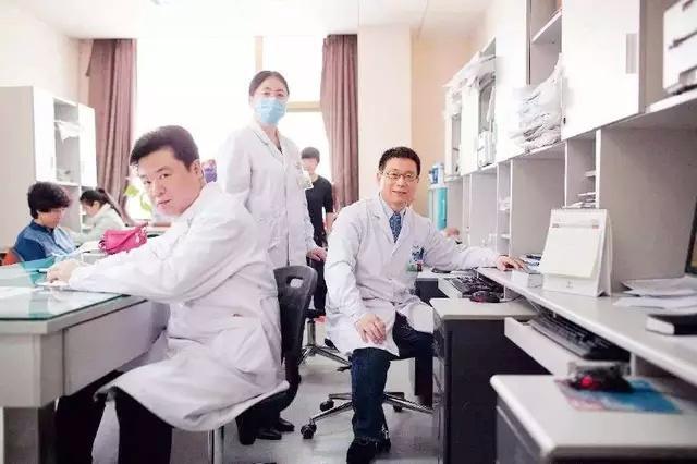 学口腔医学就要到专业的学校--石家庄口腔医学院
